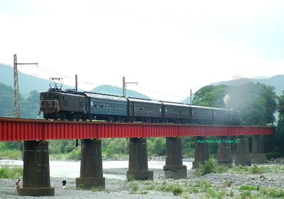 Ed101_pushes_on_bridge